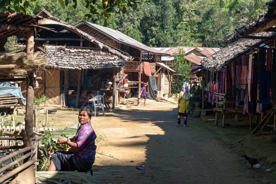 Norte de Tailandia - el Loop de Mae Hong Son - etnia Karen - Mujeres jirafas - Worldpackers