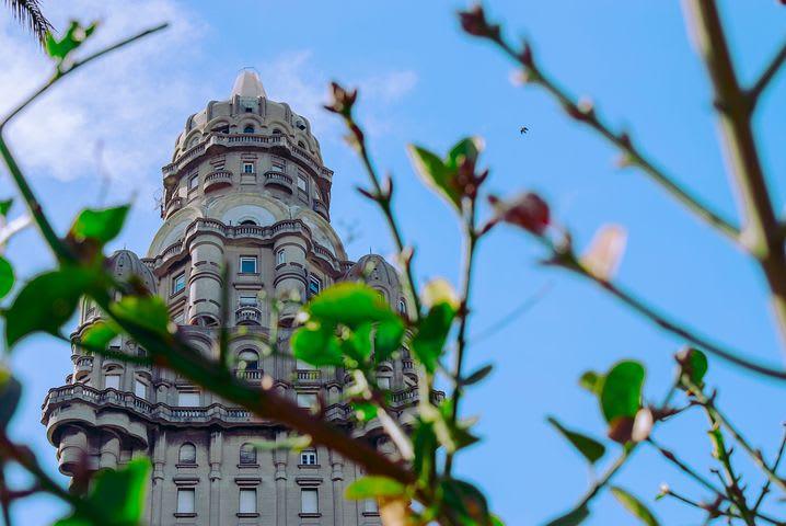 Guía para visitar Montevideo (como un local) - Worldpackers - centro de montevidoe uruguay