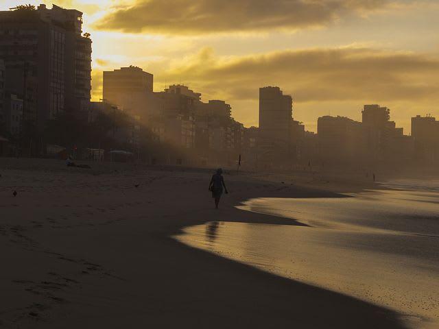 16 cosas que hacer en Río de Janeiro con poco dinero - Worldpackers - tardecer en Ipanema, rio de janeiro