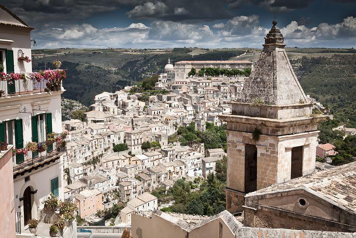 10 lugares que no puedes dejar de visitar en Sicilia - Worldpackers - ciudad blanca en sicilia, italia