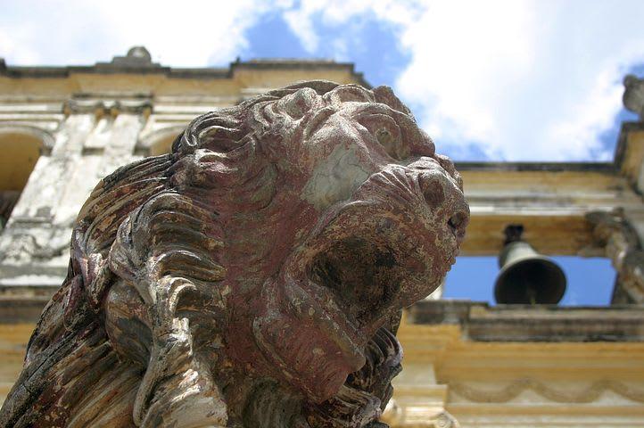 Ruta para recorrer Centroamérica como mochilero - Worldpackers - León de estatua en Nicaragua