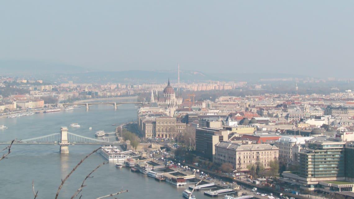 16 lugares maravillosos que no te puedes perder en Budapest - Worldpackers - vista aérea de Budapest