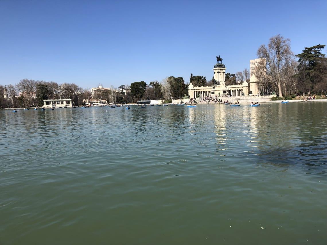 La guía más completa para viajar a Madrid - Worldpackers - Parque del Retiro en Madrid