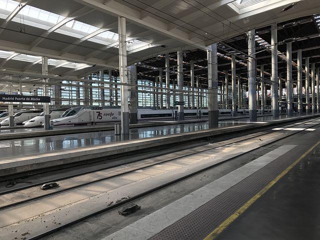 La guía más completa para viajar a Madrid - Worldpackers - estación de tren en Madrid
