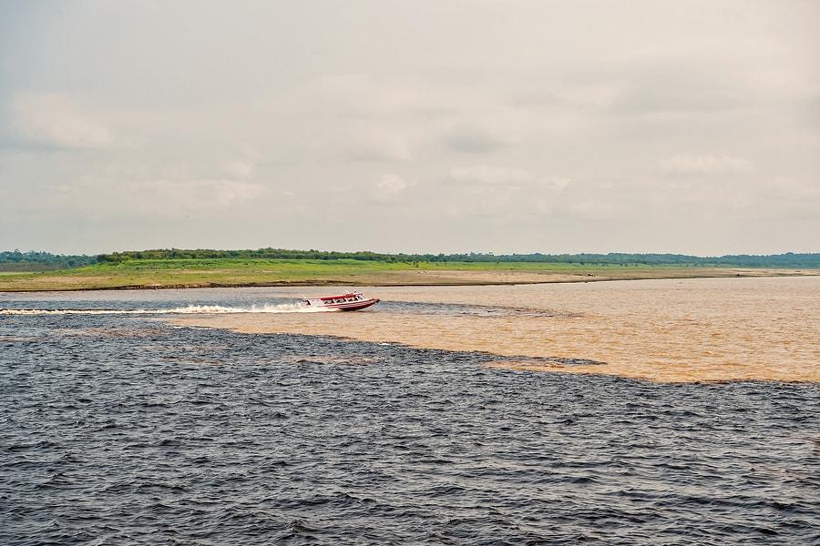 Manaus é conhecida também pelo encontro das águas