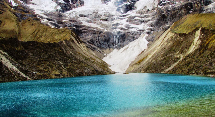 Ruta mochilera para visitar Perú: qué hacer y recomendaciones - Worldpackers - laguna Humantay en Perú