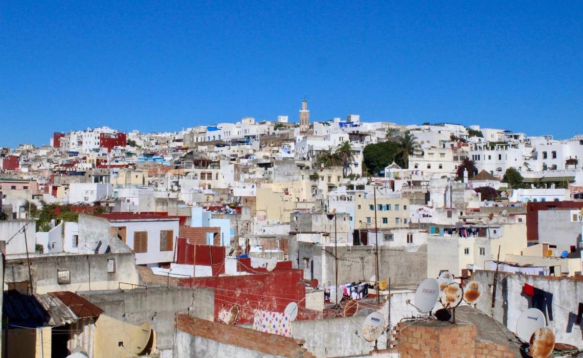 Todo lo que debes saber antes de viajar sola a Marruecos - casas de Tanger - Worldpackers