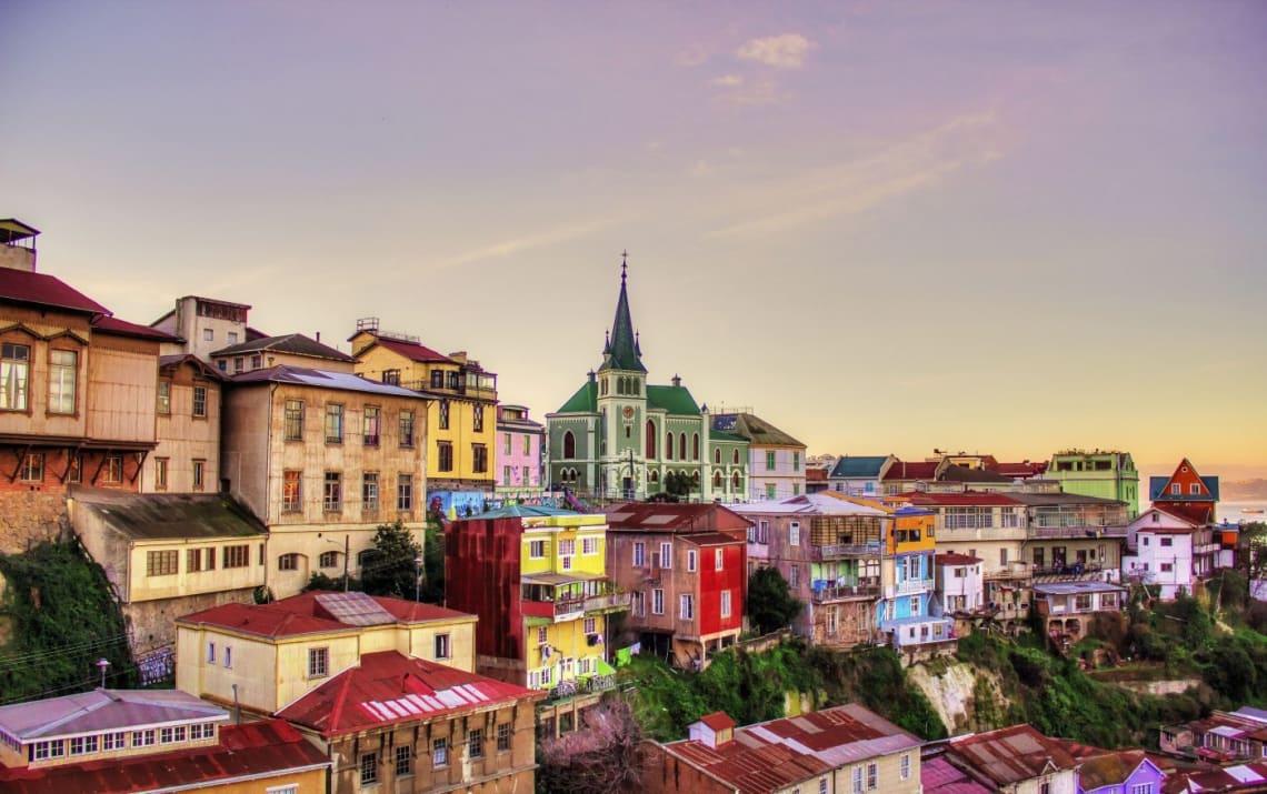 Mejores destinos para viajar solo y barato - Worldpackers - Valparaiso Chile