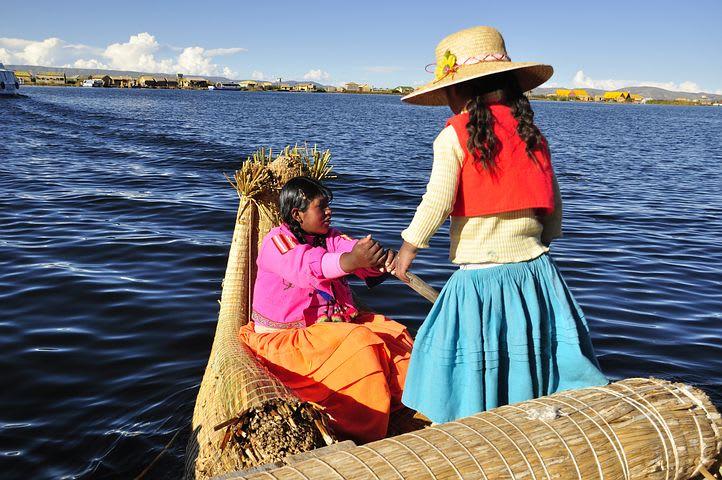 La guía completa para visitar Perú - Worldpackers - isla de los Uros Perú