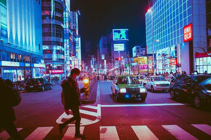 Viajar barato por Japón: ¿Es posible? - Worldpackers - avenida en Tokyo