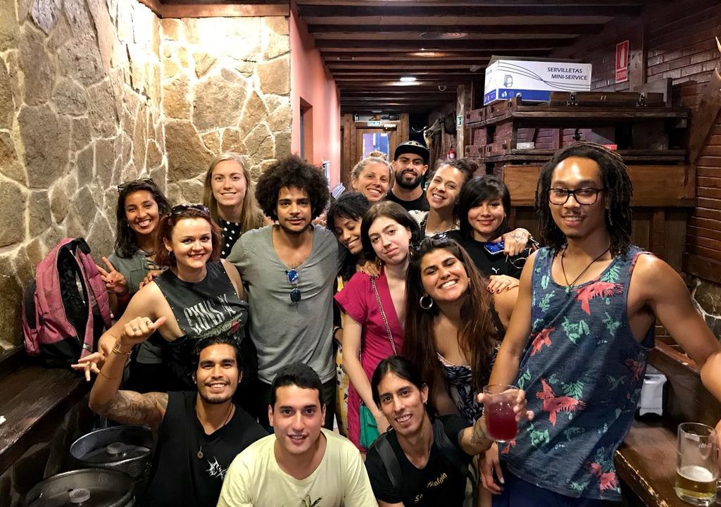 Cómo viajar sin gastar dinero - Worldpackers - viajeros haciendo voluntariado en hostal