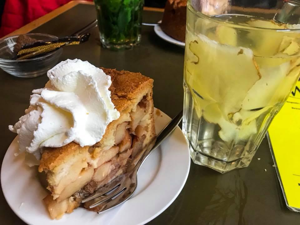 Imagem da famosa torta de maça servida por toda Holanda