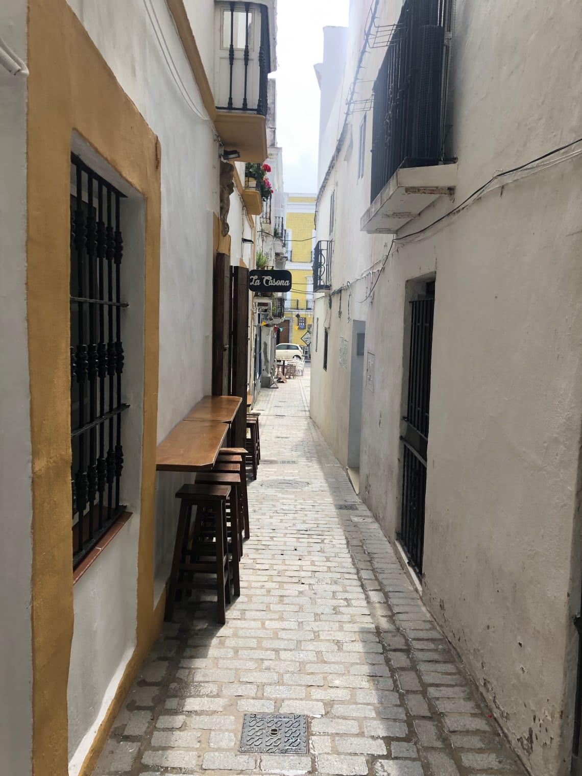 Guía completa para viajar a Tarifa - worldpackers - calles de Tarifa
