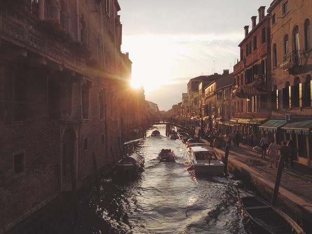 Imagem do pôr do sol no verão em Veneza, Itália