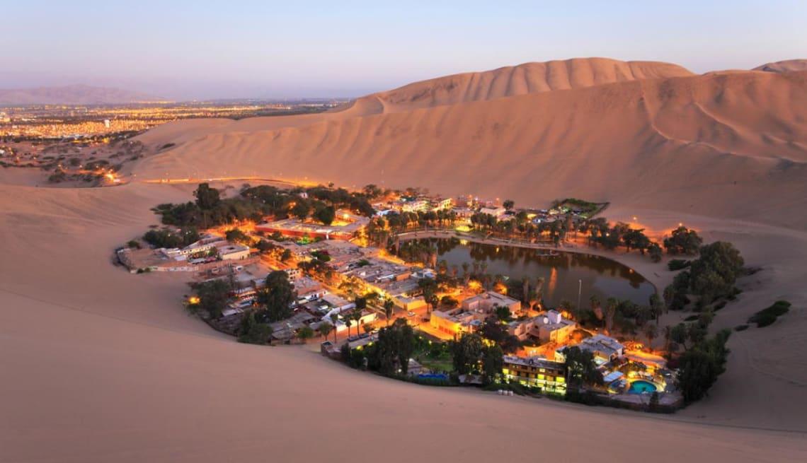 Ruta mochilera para visitar Perú: qué hacer y recomendaciones - Worldpackers - el desierto de Huacachina en Períu