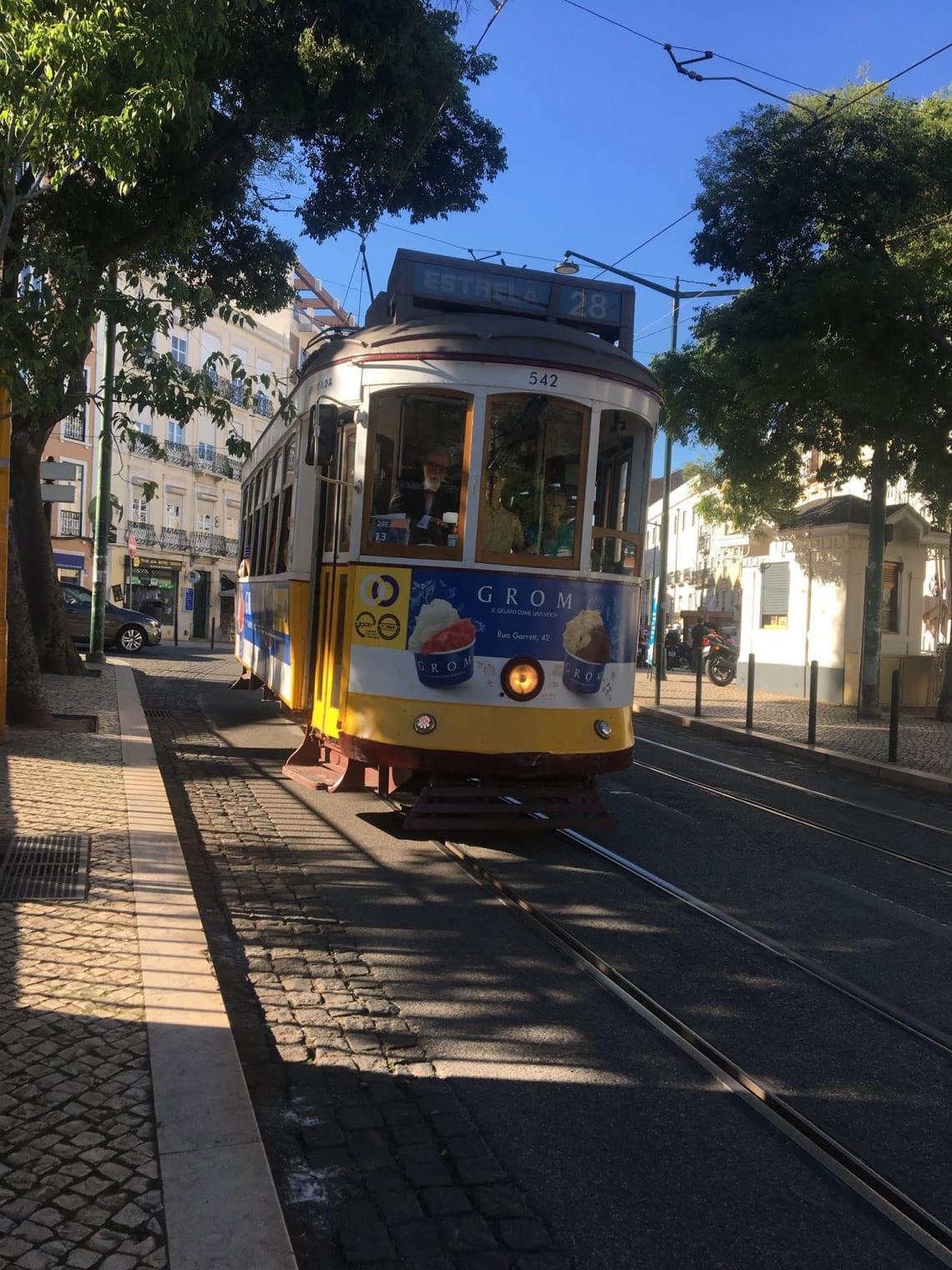 Qué visitar en Lisboa y sus alrededores - Worldpackers - tranvía 28 en lisboa