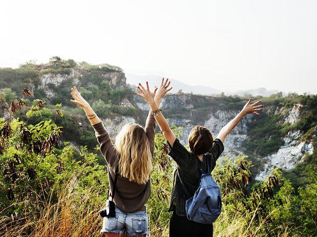 Las mejores aplicaciones de viaje para recorrer Sudamérica - Worldpackers - viajeras amigas en la montaña