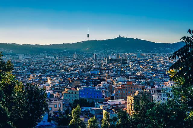 Vista panorâmica da cidade de Barcelona, cidade indicada uma uma viagem lgbt