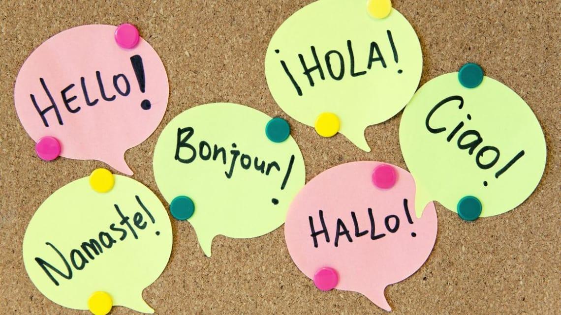 Cómo puedes aprender un idioma viajando - Worldpackers - tablero de idiomas