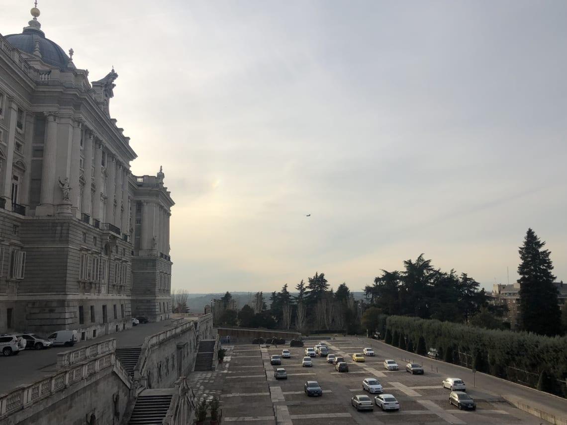 La guía más completa para viajar a Madrid - Worldpackers - fachada de Madrid