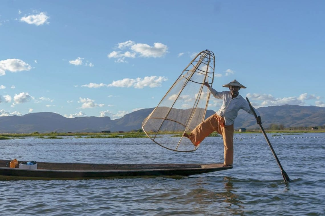 Viajar a Myanmar, un país recién abierto al turismo - pescadores birmanos -Worldpackers