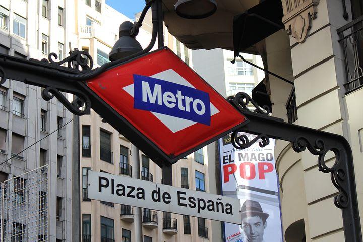 La guía más completa para viajar a Madrid - Worldpackers - metro en Madrid