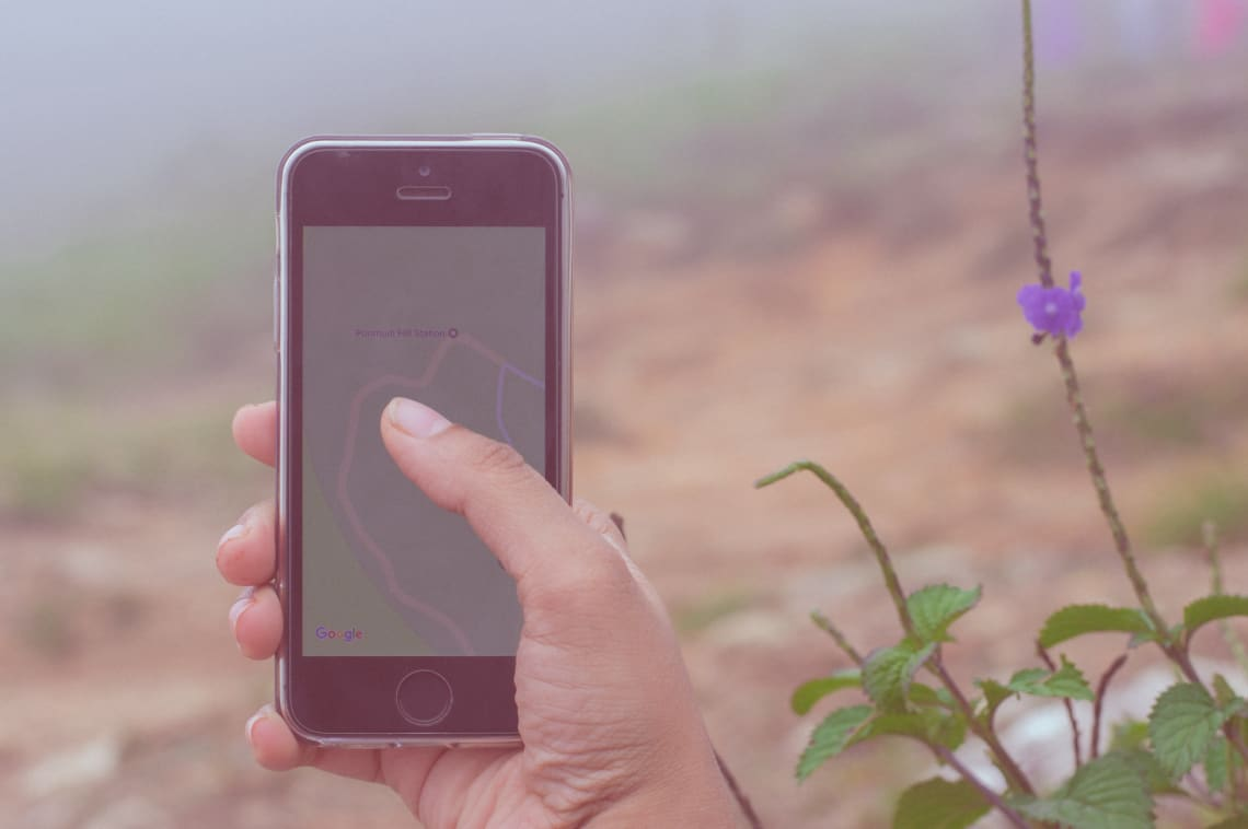 Traveler using an iOS travel app for trip planning