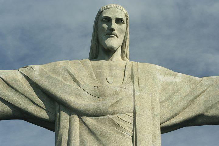 16 cosas que hacer en Río de Janeiro con poco dinero - Worldpackers - Cristo redentor en Rio de janeiro