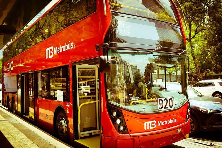 Guía para visitar Ciudad de México - Worldpackers - cómo moverse en ciudad de mexico metrobús