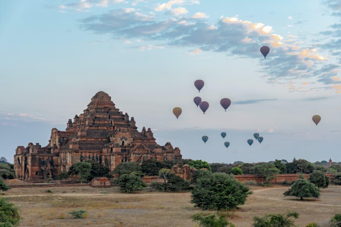 Viajar a Myanmar, un país recién abierto al turismo - globos aerostáticos - Worldpackers