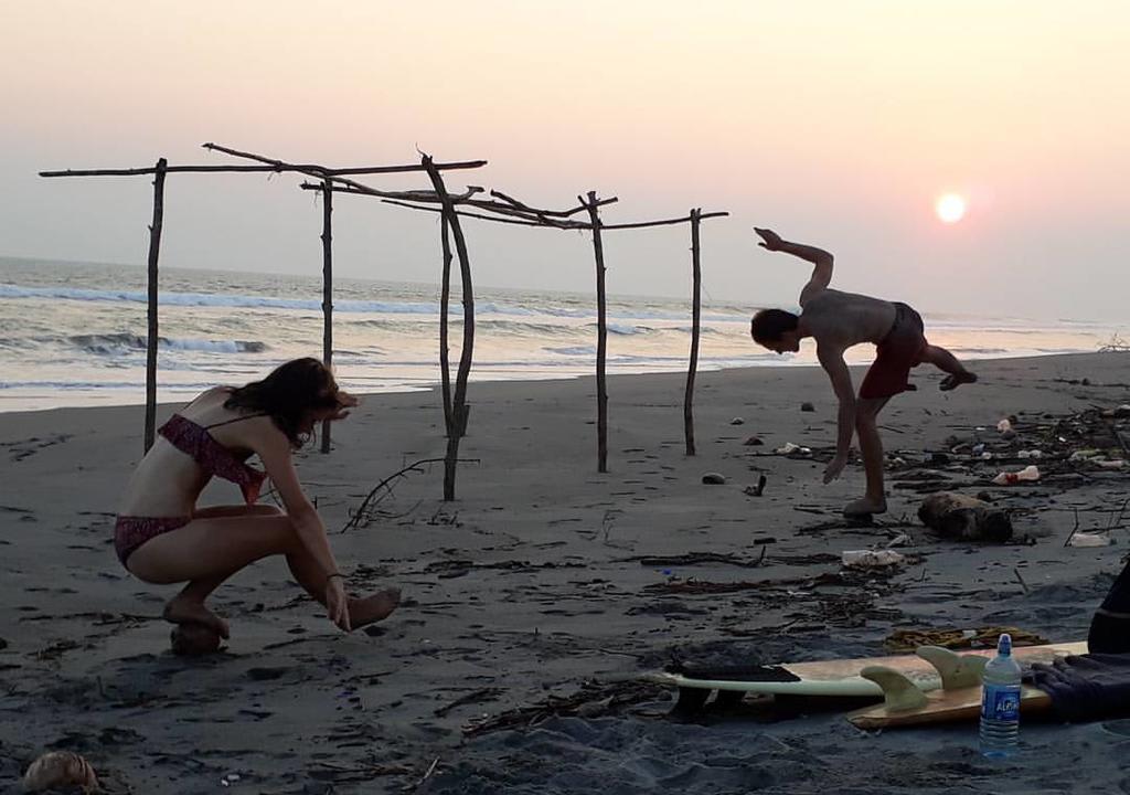 ¿Cuál es el voluntariado perfecto de acuerdo a tu signo? - worldpackers viajeros en playa