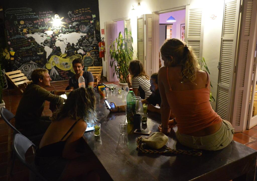 pessoal curtindo tempo livre no Granola Hostel