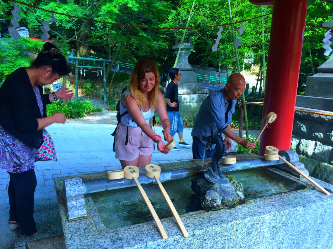 girl-volunteering-in-local-communities-in-japan