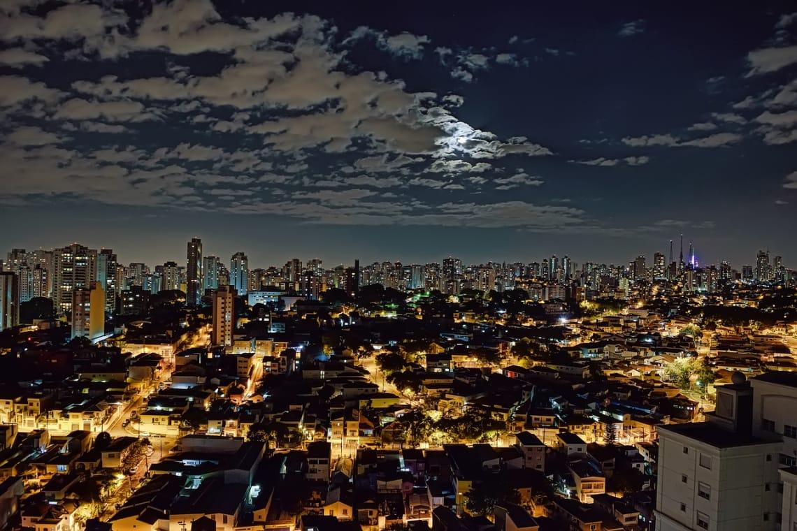 São Paulo é a cidade mais populosa no país e destino de muitos viajantes sozinhos