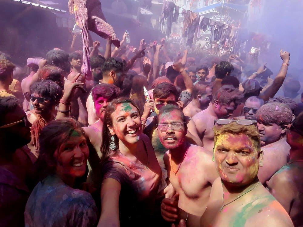 Gil Caresia no meio do Holi Festival na Índia