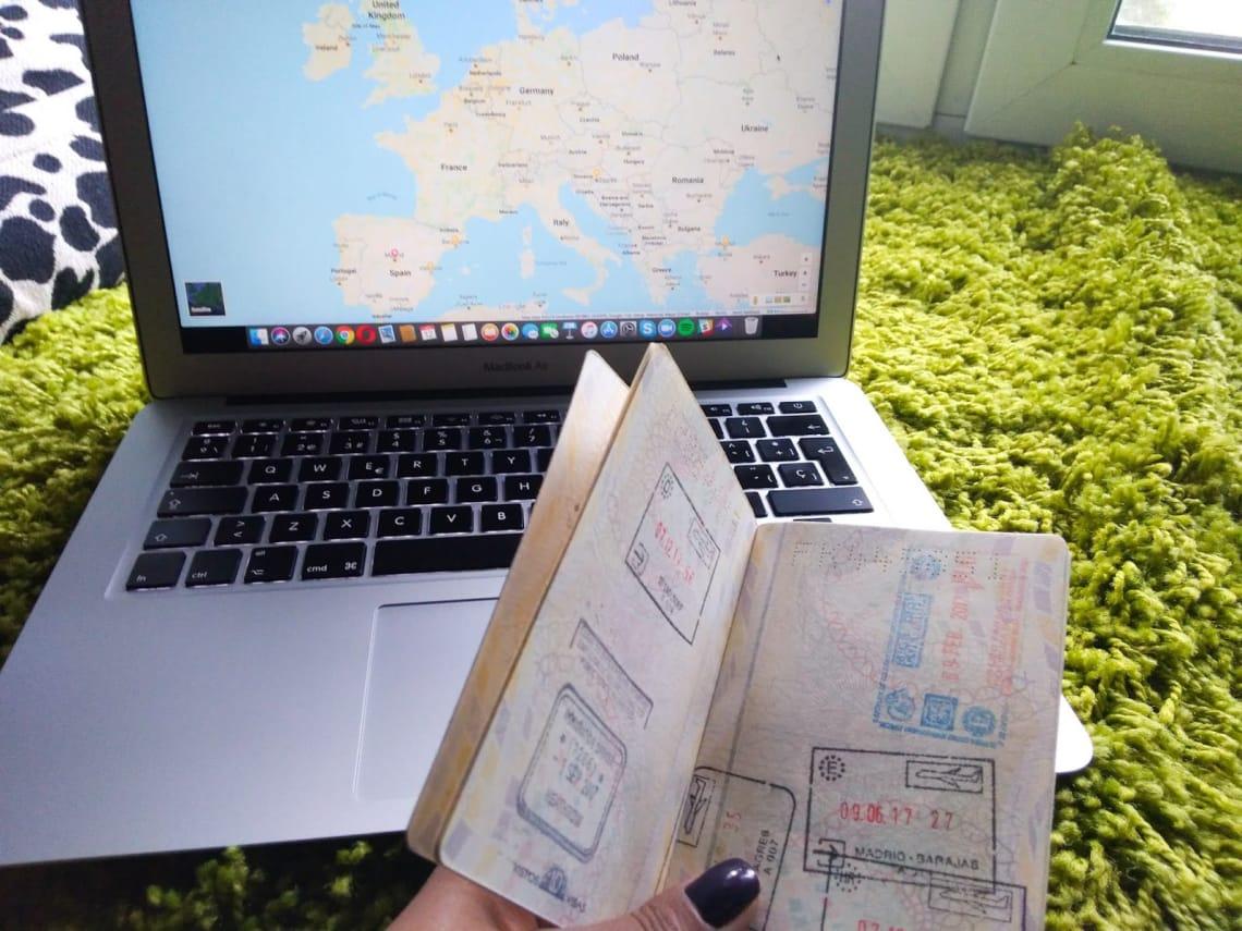 Um passaporte cheio de carimbos é uma das melhores lembranças de um mochilão pela Europa