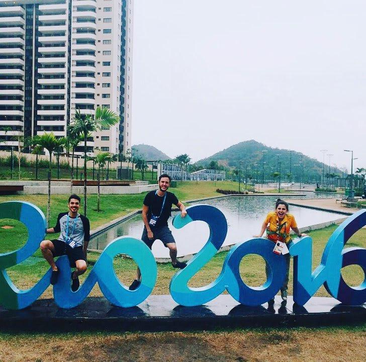 voluntários na vila olimpica das olimpiadas no rio de janeiro em 2016