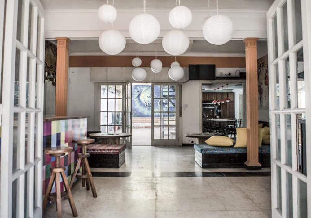 sala de estar do Ananta Hostel e Bar
