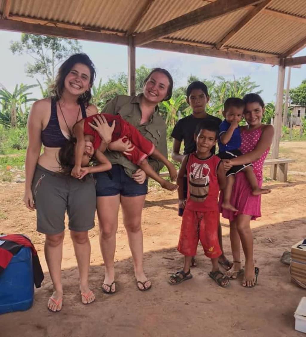 alunos da escolinha itacoatiara na amazonia brasileira