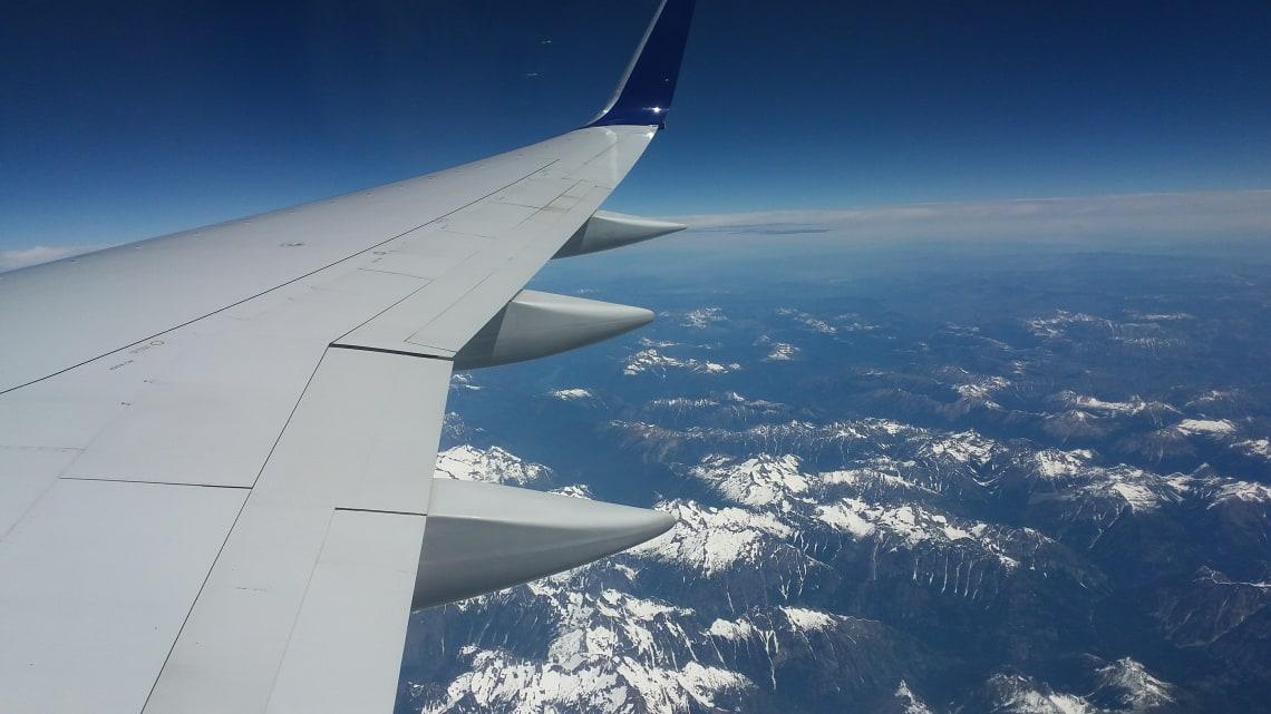 avião no céu do Canada