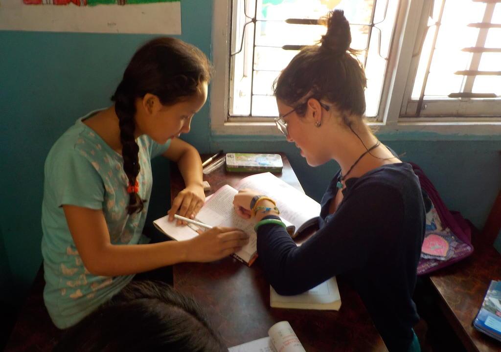 Ensinar crianças pode ser uma experiência enriquecedora de várias formas em um work exchange