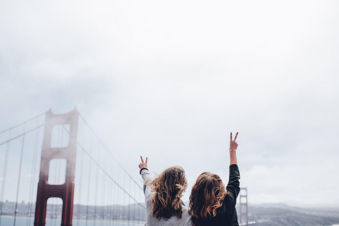 duas amigas aproveitando a viagem em São Francisco
