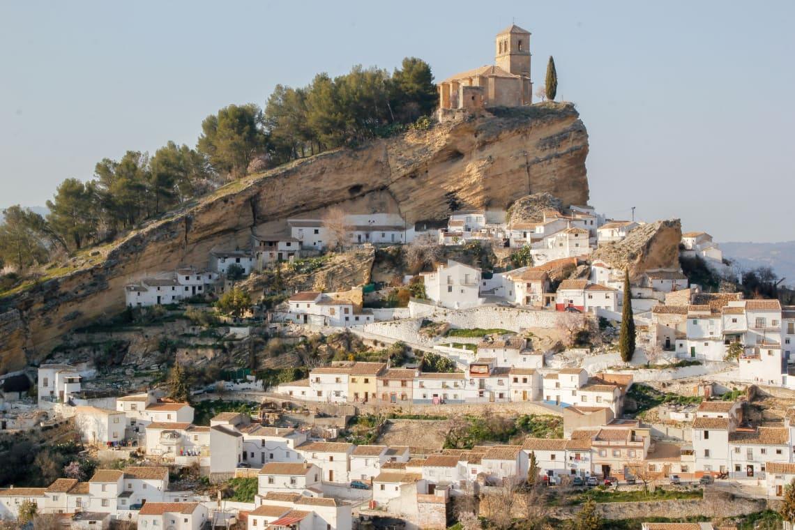 Se quer saber para onde viajar sozinha na Espanha, Granada é uma sugestão
