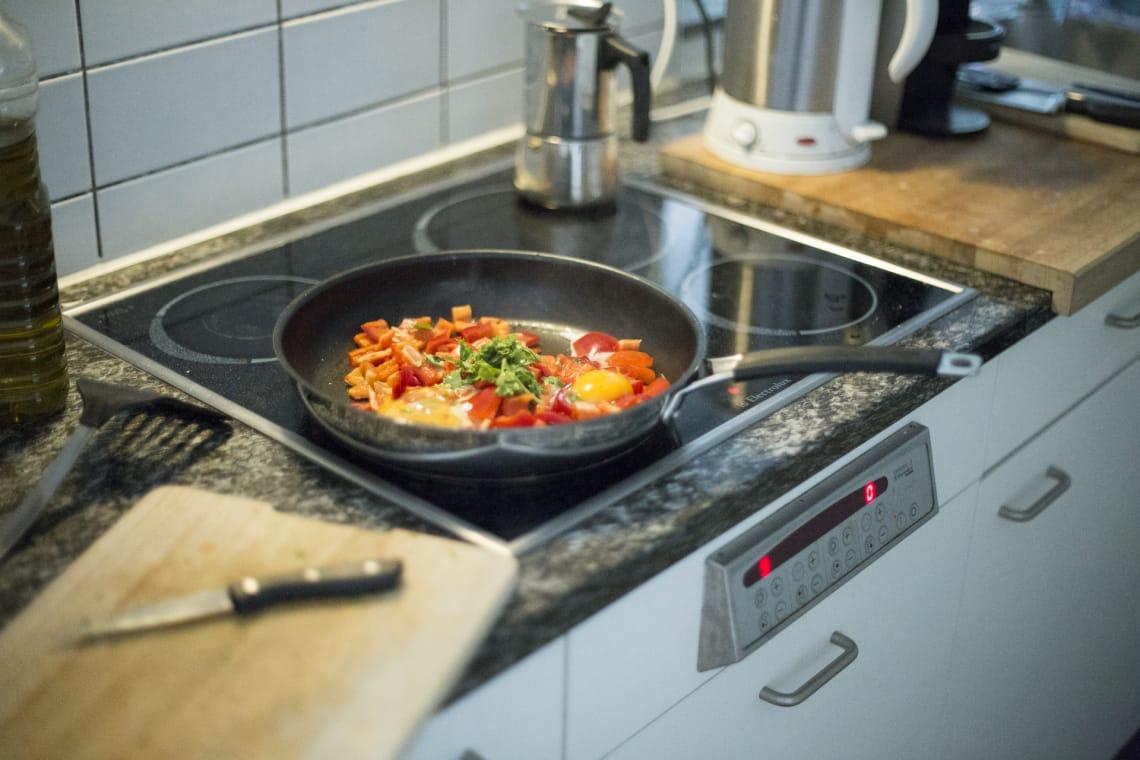 Cozinhar a própria comida ajuda a viajar com pouco dinheiro