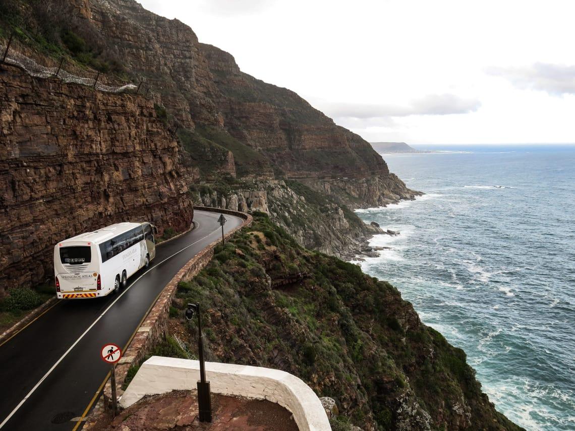Andar de ônibus ajuda a diminuir os gastos da viagem