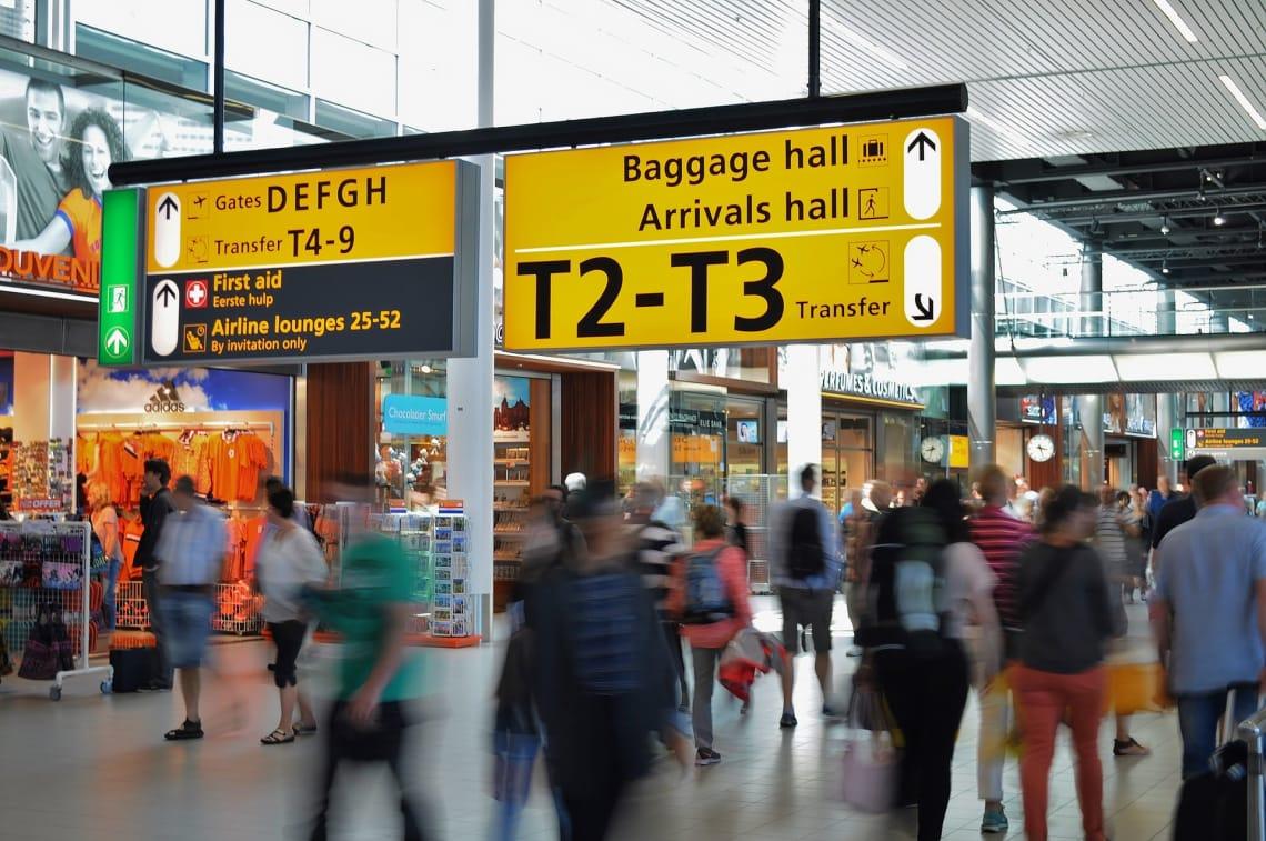 Cómo hacer el presupuesto de un viaje - worldpackers - viajeros en aeropuerto