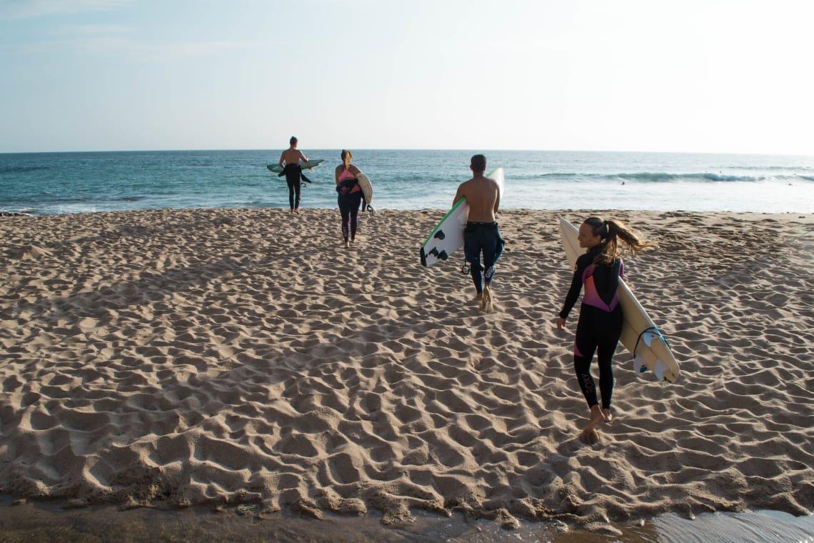 Voluntariando y surfeando en Portugal con 7 euros al día con Worldpackers - viajeros surfeando -Marie-Eve Leclerc
