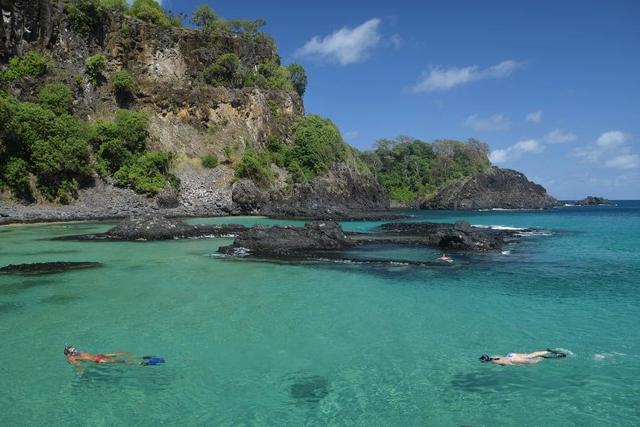 Mergulhar em Fernando de Noronha é uma das melhores sugestões do que conhecer no Brasil