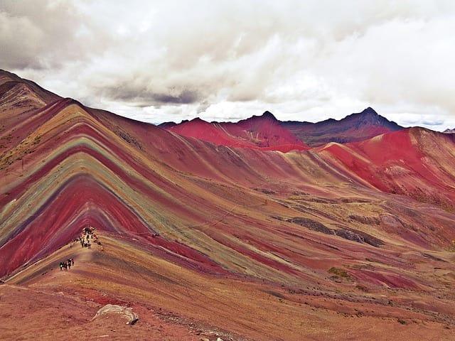 As montanhas coloridas, famoso ponto turístico do Peru