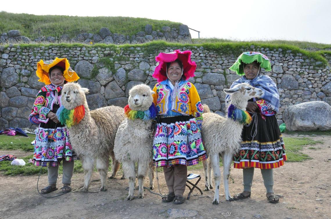 Peruana vestidas de forma típica